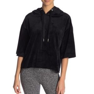 NWTS Donna Karan Cropped Short Sleeve Pullover.